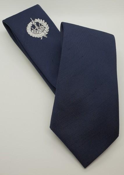 Krawatte dkl. blau mit Trommlerabzeichen mit Kranz silberfarbig