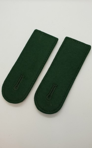 Schulterkappen runde Form mit Knopfloch - grün