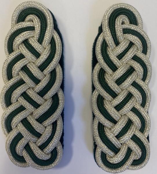 Schultergeflecht 5-bogig aus 2 Teilen silberfarbiger und 1 Teil schützengrüner