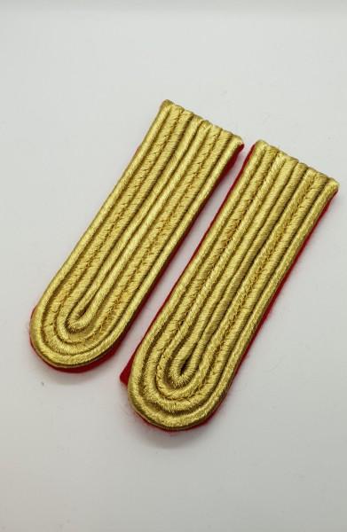 Schulterstücke goldfarbig auf rotem Untergrund 4-streifig